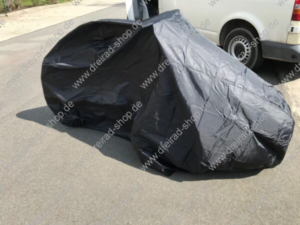 Wetterschutzplane für Erwachsenen Dreirad Farbe Schwarz aufgebaut