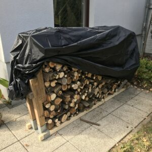 Holzstapel im Bild ist 2 m lang und 1,20 m hoch